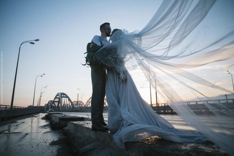 | свадебный фотограф Киев | свадебная фотосессия Киев | фотограф на свадьбу Киев | свадьба в апреле Киев | свадебная фотосессия на мосту Киев | свадьба в серой цветовой гамме Киев | свадьба Киев | wedding photography | wedding in grey color |