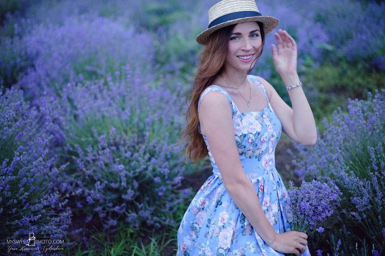 | фотосессия в лаванде Киев | фотосессия в лавандовых полях Киев | фотосессия в лавандовом саду Киев | фотосессия лаванда Киев | лаванда Киев | фотограф лаванда Киев |
